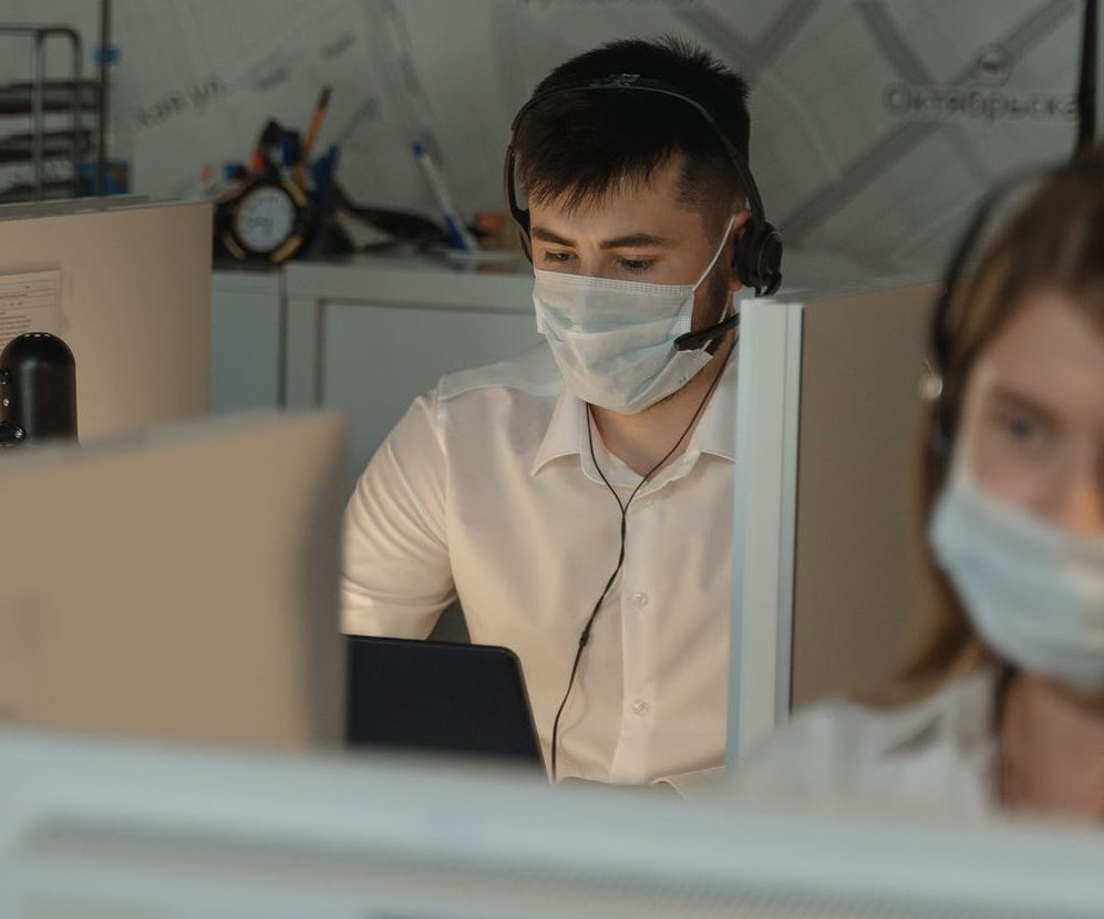 Professional virtual receptionist providing medical call answering services during the COVID-19 pandemic